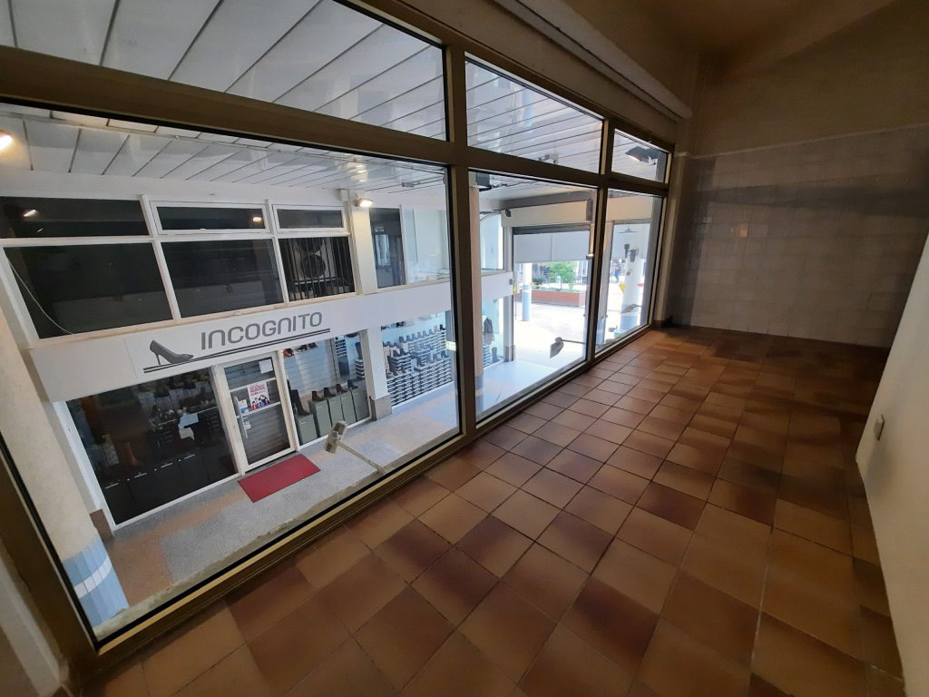 Local commercial Oyonnax  101 m2 5/6
